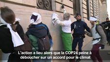 """Climat: des ONG """"nettoient"""" la Société Générale"""