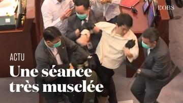 Chaos au Parlement de Hong Kong, où des élus pro-démocratie ont protesté contre des pro-Pékin