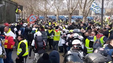 Gilets jaunes acte 13 : incidents devant l'Assemblée Nationale