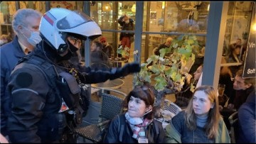 Coronavirus : la BRAVM évacue une terrasse et ses clients (24 octobre 2020, Paris)