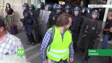 acte-35-la-police-repousse-les-g
