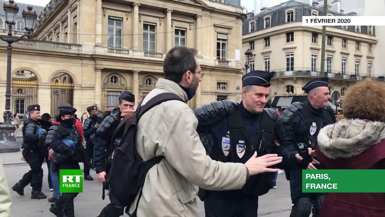 Acte 64 : une manifestation des Gilets jaunes sous tension à Paris