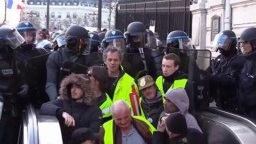 gilets-jaunes-acte-16-the-polic