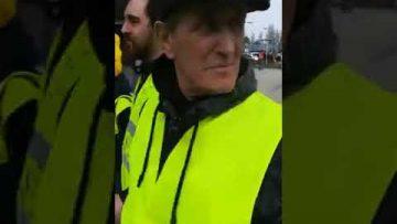 la-police-charge-les-gilets-jaun