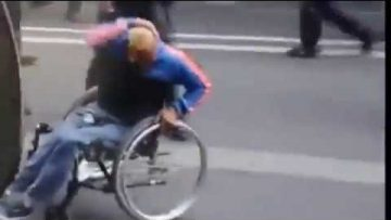paraplegique-en-fauteuil-gaze-et