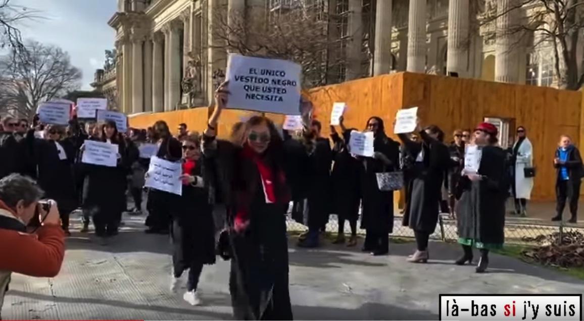 Retraites : des avocats perturbent le défilé Chanel