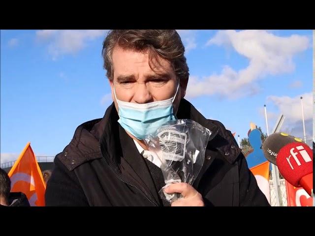 Arnaud Montebourg avec les salariés de Nokia à Lannion