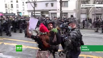 Paris : des tensions lors de la manifestation contre la loi Sécurité globale du 30 janvier