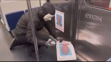 « Députés » Ils ont voté pour le pass sanitaire , les anonymous collent leur photo dans le métro